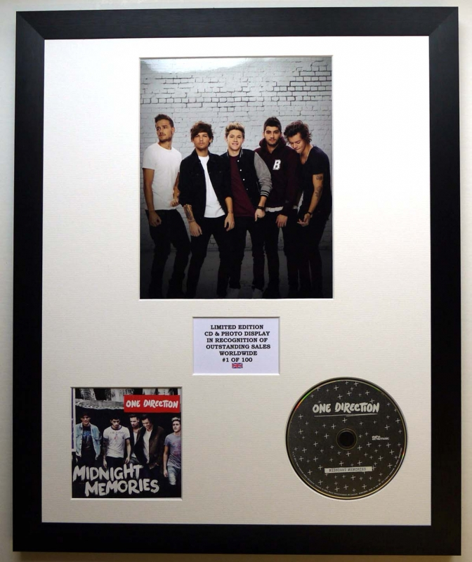 ONE DIRECTION/PHOTO & CD DISPLAY LTD  EDITION OF THE ALBUM